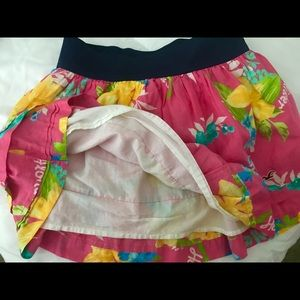 Other - HOLLISTER 🌸💗💚 Skirt with slip sz M